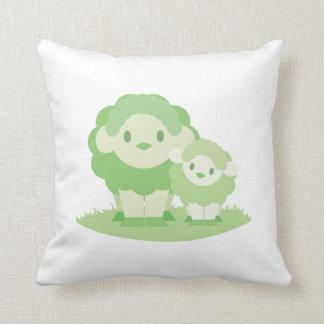 Coussin de moutons de maman et de bébé - vert