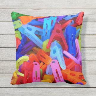 Coussin D'extérieur Colorful Clothespins
