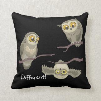 Coussin Différent ! peu de carreau d'owl~ d'upsidedown