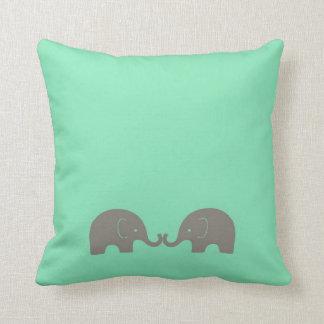 Coussin Éléphants verts en bon état