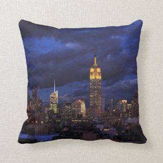 Coussin Empire State Building en ciel jaune et