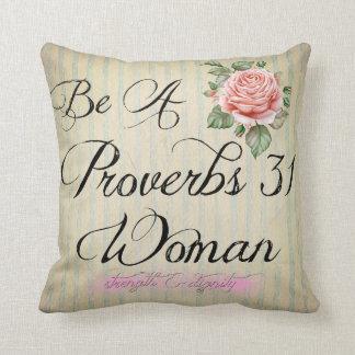 Coussin Femme des proverbes 31