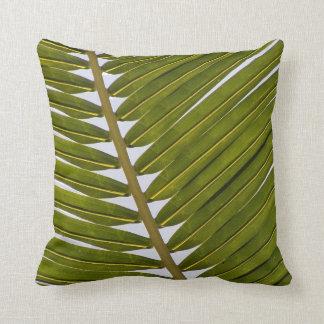 Coussin Feuille blanche de hanche de vert tropical frais