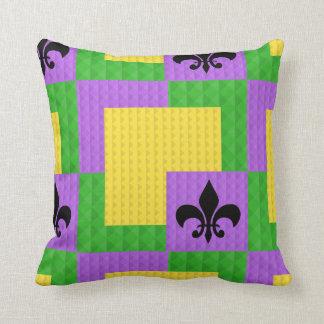 Coussin Fleur de Lis Pillow modelé par mardi gras