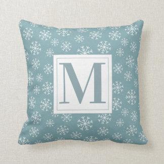 Coussin Flocons de neige décorés d'un monogramme d'hiver