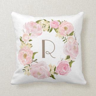 Coussin floral de monogramme de guirlande de