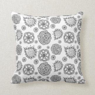 Coussin floral moderne de motif de griffonnage noi