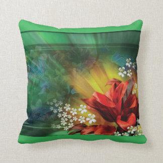 Coussin floral vert et rouge