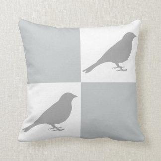 Coussin gris et blanc Checkered d'oiseau