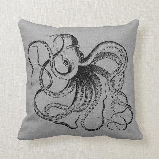 Coussin Illustration vintage grise rustique de poulpe
