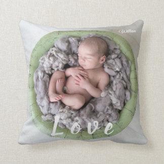 Coussin Image nouveau-née de photo d'amour de nom de bébé