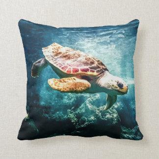 Coussin Image sous-marine de bel de mer océan de tortue