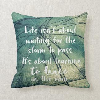 Coussin Inspiration : Danse dans la citation de pluie