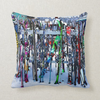 Coussin La partie de ski - skis et Polonais