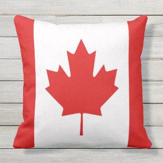 Coussin Le drapeau de feuille d'érable du Canada