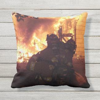 Coussin Le feu de structure de sapeurs-pompiers