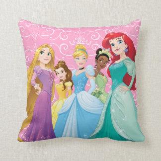 Coussin Les princesses de Disney | courageux est féroce