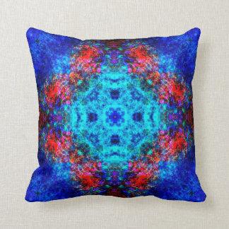 Coussin Mandala rouge et bleu vibrant