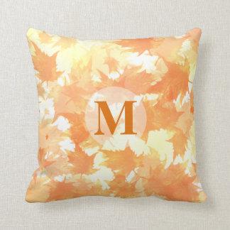 Coussin Monogramme en baisse jaune et orange de motif de