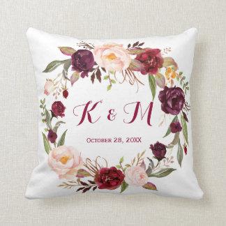 Coussin Monogramme floral de mariage de guirlande de