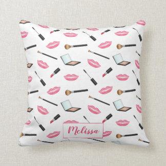 Coussin Motif et lèvres de maquillage avec le nom