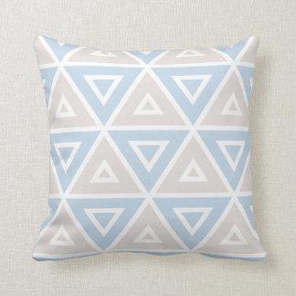 Coussin Motif géométrique de triangle bleue de Taupe