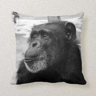 Coussin noir et blanc de chimpanzé