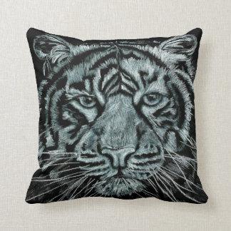 Coussin noir et blanc de tigre
