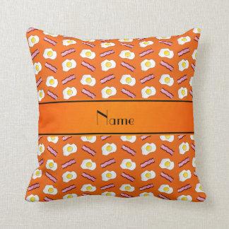 Coussin Oeufs oranges nommés personnalisés de lard