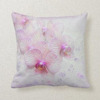 Coussin orchidées et bulles roses