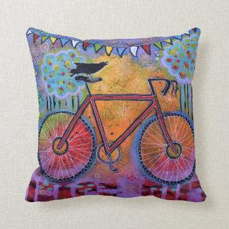 Coussin Paix ! Bicyclette colorée et lunatique avec Raven