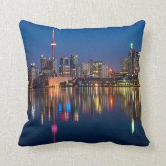 Coussin Paysage urbain de nuit de Toronto Canada
