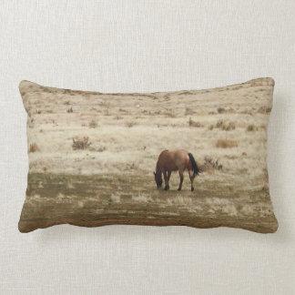 Coussin Rectangle Le cheval de travail de vache à peau de daim frôle