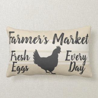 Coussin Rectangle Poule fraîche d'oeufs du marché de l'agriculteur