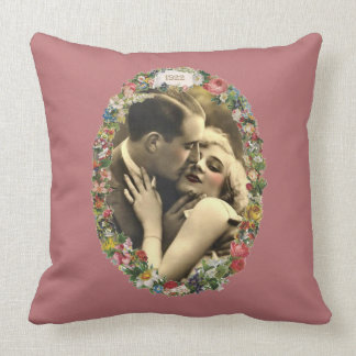 Coussin Romance dans un ovale floral