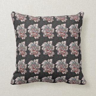 Coussin Rose de rose et de gris modelé