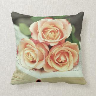 Coussin Roses roses - livre