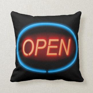 Coussin Signe ouvert de néon