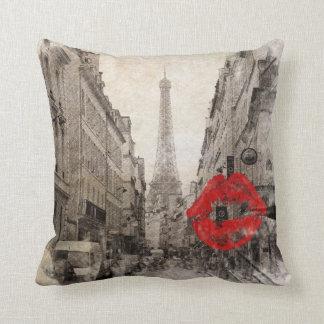 Coussin Tour Eiffel chic minable de Paris de baiser rouge