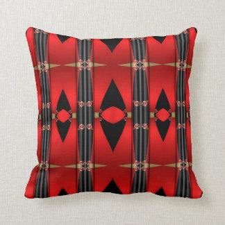 Coussin triangulaire rouge décoratif de noir et