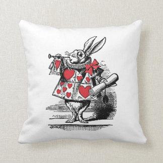 Coussin Trompettiste blanc Alice de cour de lapin au pays