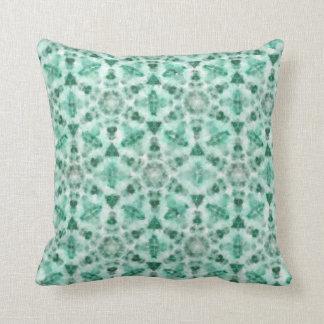 Coussin vert avec la peinture géométrique