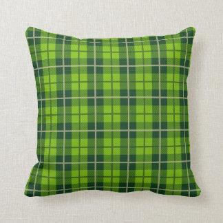 Coussin vert de plaid