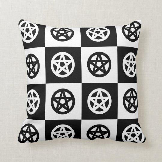 Coussin Wicca noir et blanc/damier païen de pentagrammes
