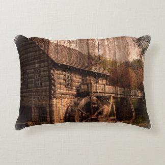 Coussins Décoratifs Ferme en bois de roue d'eau de moulin de grange