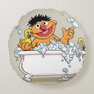 Coussins Ronds Ernie vintage dans la baignoire