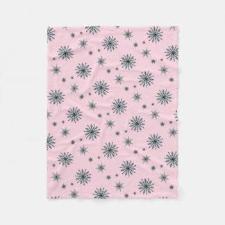Couverture Polaire Flocon de neige d'étoile d'indigo sur le rose en