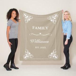 Couverture Polaire Nom de famille décoratif beige et blanc de coutume