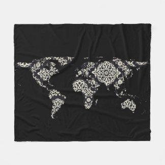 Couverture Polaire Silhouette de carte du monde - mandala modelé 02