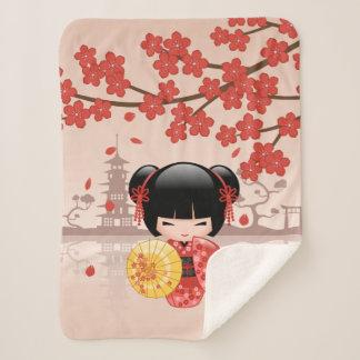Couverture Sherpa Poupée rouge de Sakura Kokeshi - fille de geisha